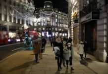shoppers-flock-to-england's-reopened-high-streets-as-lockdown-ends