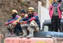 uttarakhand-flash-flood:-rescuers-struggle-to-reach-trapped-men