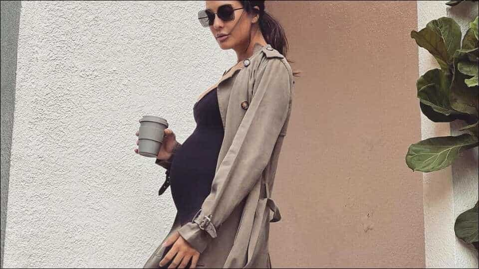 mom-to-be-lisa-haydon-adds-to-sultry-maternity-fashion-in-rrs.r9k-bumpsuit