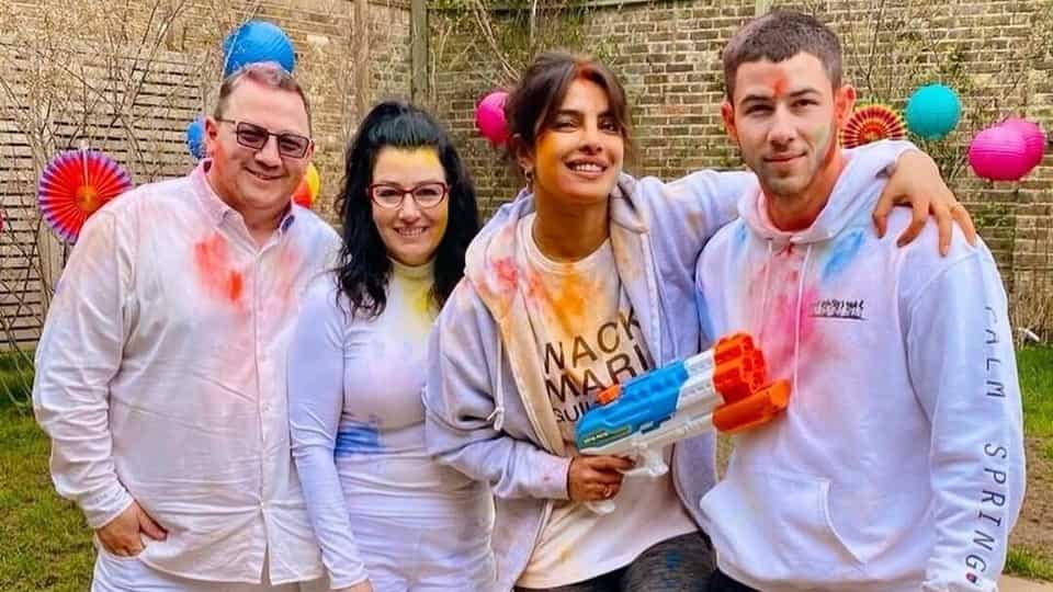 holi-2021:-priyanka-chopra's-celebration-with-nick-jonas,-in-laws-was-all-about-flowers,-colours-and-giant-pichkaris