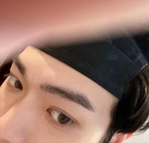 Xu Kai criticised for using a mask as a headband